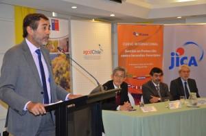 Aarón Cavieres inaugura curso conjunto con JICA.