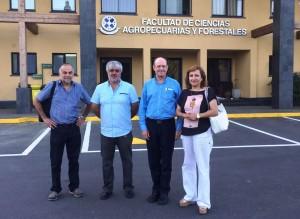 Patricio Parra (CONAF), Mauricio Reyes (U. Concepción), Michael John Wingfield (Sudáfrica) y Aída Baldini (CONAF)
